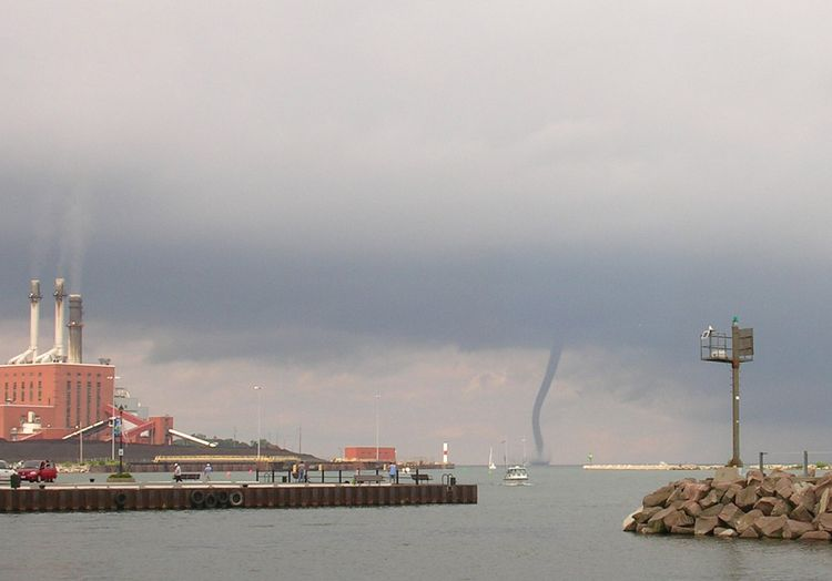 062209_waterspout