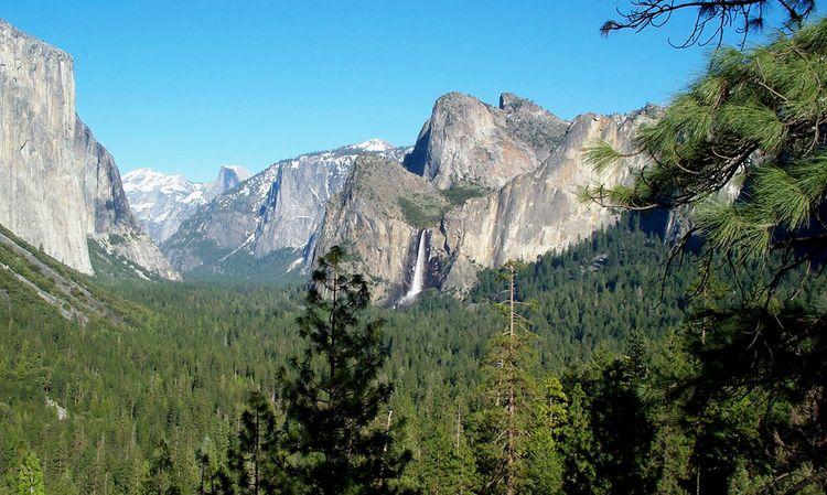 Yosemite_u-shaped_valley copy