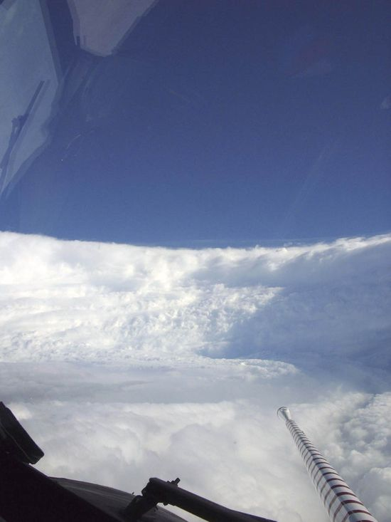 Hurricane_katrina_eye_viewed_from_hurricane_hunter copy