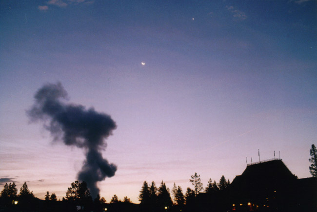 Old_faithful-moon-venus-wyoming