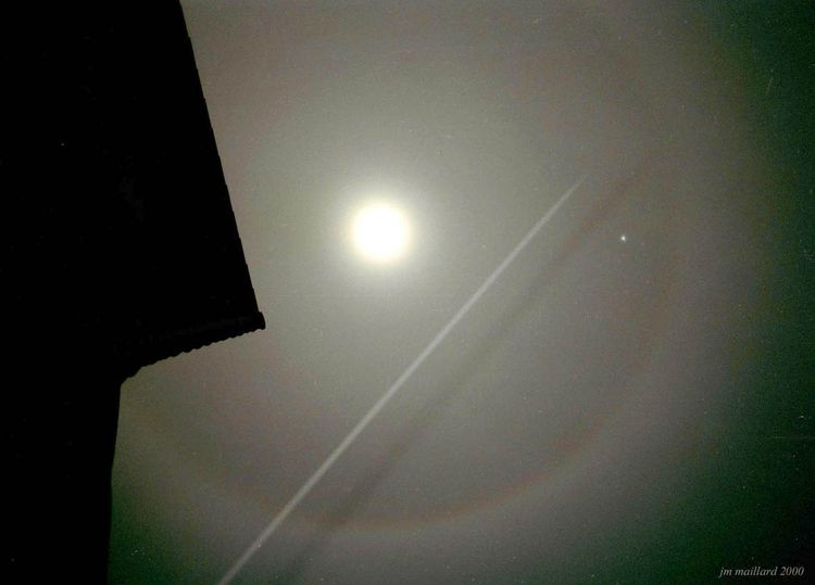 Moonhalo-contrail copy