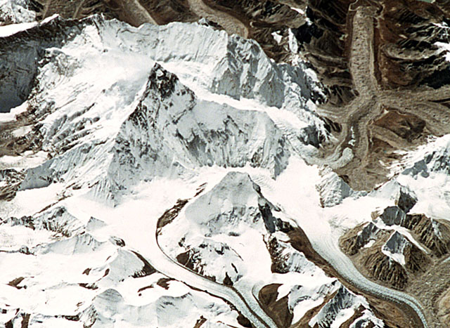Sts068-58-028_640_everest